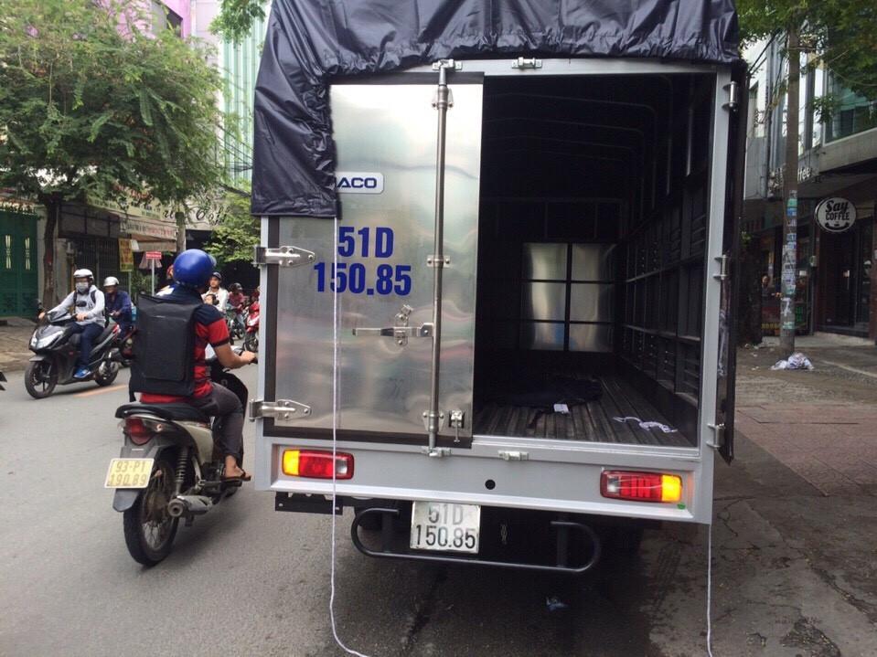 Mặt sau xe taxi tải chuyển nhà trọn gói công ty Thành Tâm