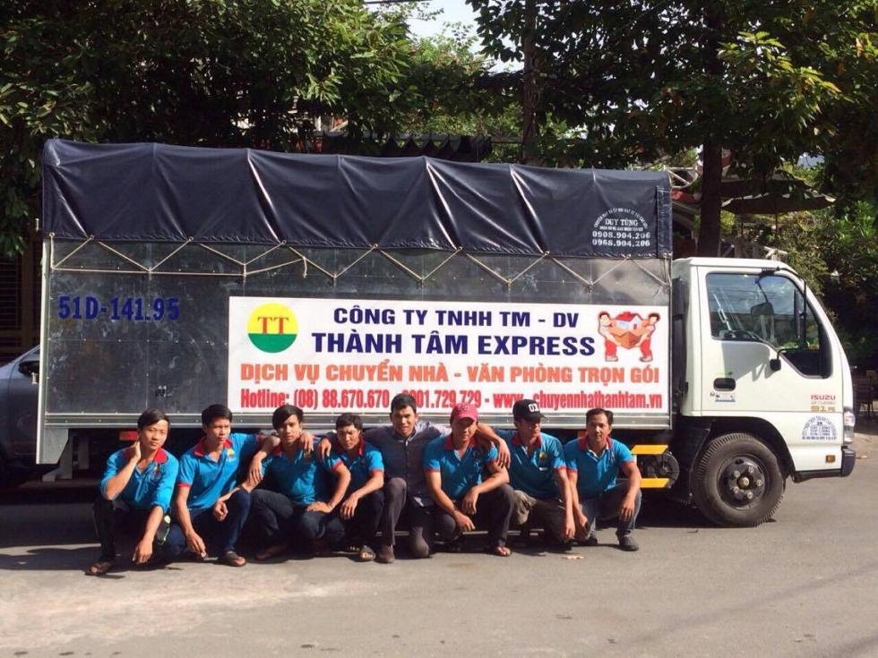 Đội ngũ nhân viên lái xe taxi tải quận 4 Thành Tâm Express
